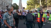 протест : LONDON - SEPTEMBER 20, 2019: The front of an Extinction Rebellion march with The Cenotaph, London in the background