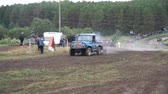 все : Moscow, Russia - September 2018: Cars take part in annual off-road races. Clip. Close-up of SUVs passing on dirty track on background of fans Стоковые видеозаписи