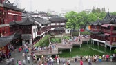 congestionamento : Timelapse of crowds on nine-turn zig-zag bridge at Yuyuan Bazaar , Shanghai, China