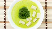soupon : Puree soup with broccoli and croutons on a napkin on bamboo zoom out motion Stock Footage