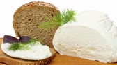 manjericão : Whole wheat bread, cottage cheese and healthy sandwich on a cutting board Vídeos