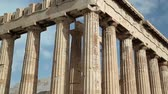 atina : Parthenon - ancient temple in Athenian Acropolis, Greece Stok Video
