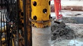 perfurante : Drilling wells for bored piles