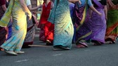сторонник : UKRAINE, KIEV, MAY 25, 2013: Women in Hindu traditional colorful costumes, dancing on the main street in Kiev, Ukraine