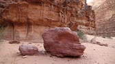 rum nien : Red stones in Wadi Rum desert, Hashemite Kingdom of Jordan. Amazing scenery of Wadi Rum desert in Jordan, also known as The Valley of Moon. Wadi is a term traditionally referring to a valley