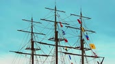 такелаж : Video 1920x1080 - Three-masted frigate ship with colorful flags fluttering in the wind on the rigging
