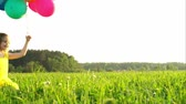 felicidade : Little girls with balloons Stock Footage