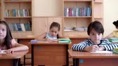 jardim de infância : Little school children in classroom Stock Footage