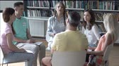 сессия : Sitting people on psychotherapy Стоковые видеозаписи