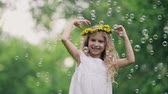 венок : Beautiful girl with a wreath of dandelions