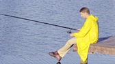doca : Young man fishing outdoors