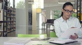 estressado : Young businesswoman in office Stock Footage