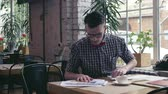 estudantes : Young man at work Stock Footage
