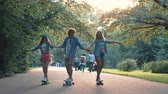 skateur : Young people in the summer park Vidéos Libres De Droits