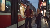 чешский : People at the tram station in Prague