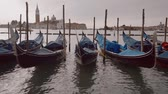 benátky : Gondolas at the pier in Venice