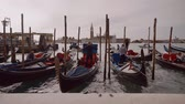雄大な : People in gondolas in Venice