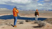 горы : A photographer taking photos in the desert in Arizona