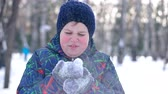 nariz : Teenage boy blowing snow from his hands. Cute boy dressed in winter clothes blows snow from his winter gloves Archivo de Video