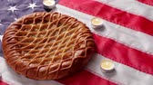 tatarak : American flag, pie and candles. Bakery and candles with flag. Welcome home, patriot. Freedom, peace and warmth. Wideo