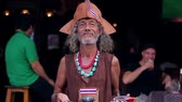 khaosan : Showman entertain the tourists on the street. Magician entertains the passers people. Pirate on the street Khaosan road. Stock Footage