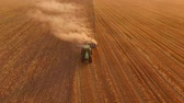 arazi sahibi : Tractor with plow in motion. Process of plowing field.