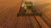 arazi sahibi : Field and combine. Agriculture and technology.