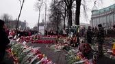 отставка : People lay flowers for heroes. Day of mourning for the dead. The uprising in Ukraine in 2014.