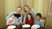 tipy : Happy family taking selfie. Smiling people at the table. Tips for better photos.