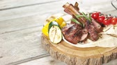 cielęcina : Barbecue veal ribs. Meat, pita bread and vegetables.