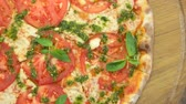 песто : Vegetarian pizza close up. Healthy baked food.
