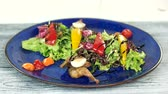 molho de carne : Tasty salad with sauce. Vegetables and roasted quail.