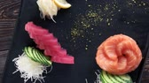 tuňák : Salmon and tuna sashimi. Fish, ginger and wasabi.