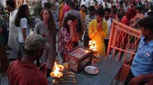 indigeni : Rishikesh, India - Circa March 2019. People donating money at Ganga Aarti ceremony in Parmarth Niketan ashram at sunset.