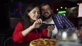 pizza restaurant : The girl in the pub takes pictures of pizza on your smartphone.