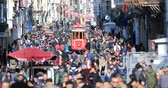 rozdělit : A view of the crowded walk on famous Taksim Istiklal Avenue at winter time. Time lapse Dostupné videozáznamy