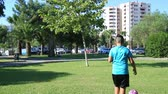 ピッチ : Young boy playing soccer on soccer field
