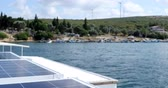 技術 : Renewable Energy Solar cell energy panels on yacht and wind turbine