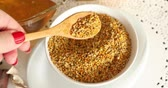 nutriente : Bowl full of bee pollen with honey comb