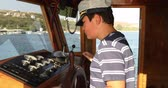 denizci : Young male skipper hands on a steering wheel of a boat motoring in mediterranean Sea
