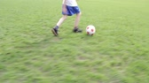 bolas : A young male doing soccer tricks on grass outdoors. Stock Footage