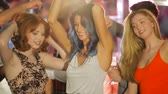 simplicidade : Friends are dancing together in a nightclub.