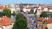 foules : Charles Bridge in Prague Across River Vltava - Aerial View - Tourist Crowds Passing on a Hot Summer Day
