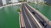 arranha céus : Miami Brickell Key Bridge Road Hover West