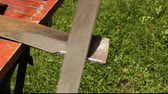 keser : using a file to sharpen a lawnmower blade Stok Video