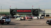 розничная торговля : RIVER FALLS,WISCONSIN-OCTOBER 15,2014: Patrons entering and leaving a local Menards lumber store.