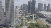 точка зрения : Aerial view of Singapore Skyline Skyscrapers high buildings in Downtown Core River, green trees, road with cars. Стоковые видеозаписи
