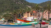 рыбаки : NOLI, ITALY - MAY 7, 2017:Beach of small town Noli in Liguria, on the sea, boats, seagulls