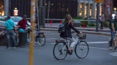 lombardia : MILAN, ITALY - MAY 7, 2017: City centre street life, people walking, cars moving, a lot of bicycles Vídeos