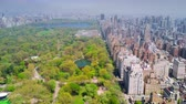 lago : Vista aérea de Central Park, Upper East y West Side Manhattan y Midtown Manhattan, Nueva York, EE.UU.